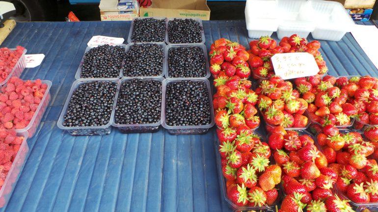 étal de fruits au marché