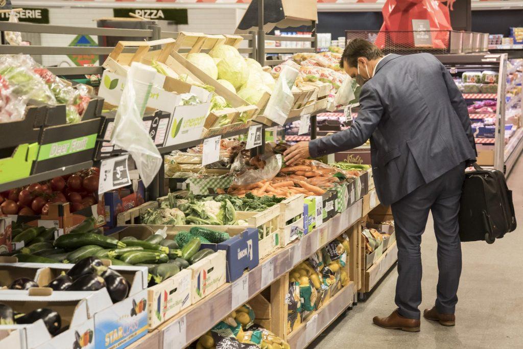 Un rayon fruits et légumes au même niveau que celui de Pinel, même si la dimension discount se fait davantage ressentir