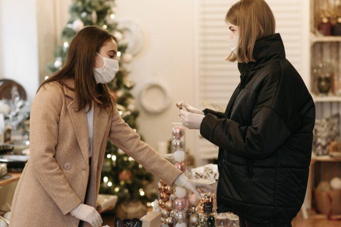 clientes faisant des achats de Noël