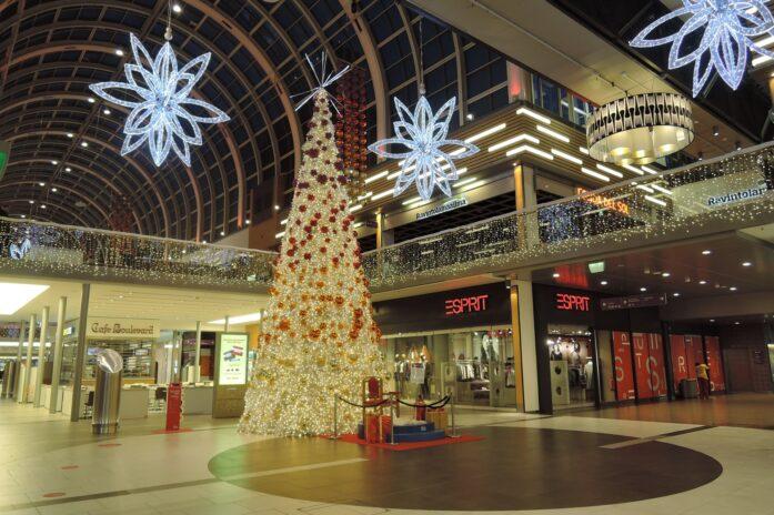 Centre commercial décoré pour Noël