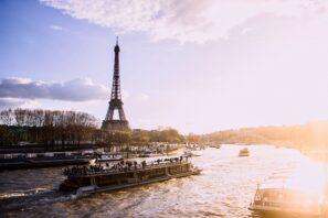 Bateau-mouche sur la Seine à Paris